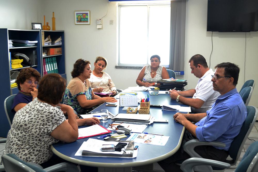 Comissão de aposentados reúne-se com a diretoria da ADUFC-Sindicato
