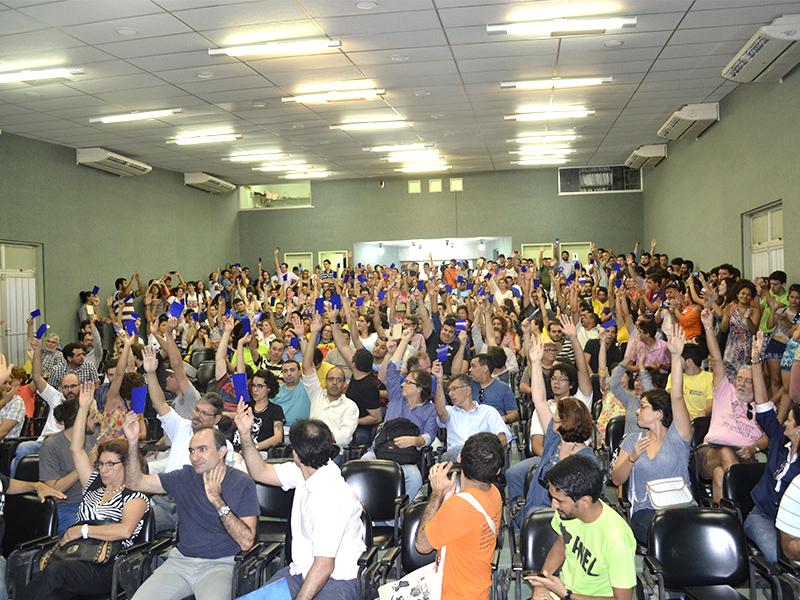 Assembleia Geral aprova indicativo de greve e realização de Plebiscito