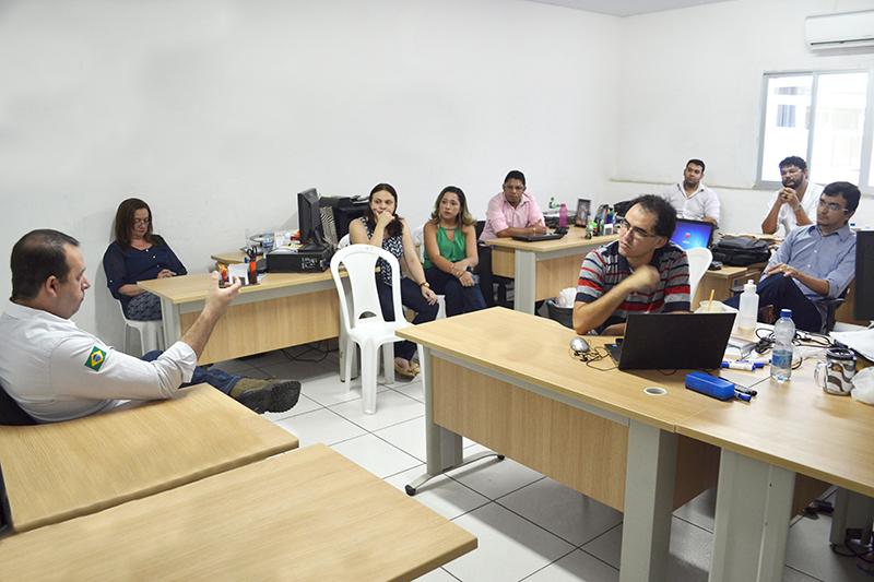 Diretoria da ADUFC-Sindicato participa de encontro com professores de Crateús