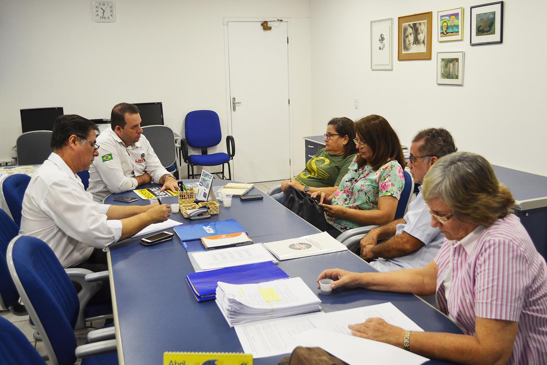 ADUFC e SINTUFCe unificam luta contra retirada de direitos dos servidores públicos