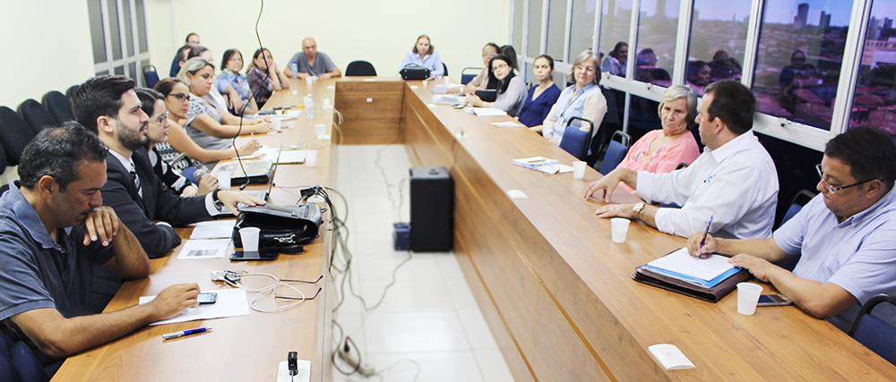 Diretoria e Assessoria Jurídica da ADUFC-Sindicato promovem encontro com professores da FFOE para esclarecer dúvidas sobre progressão e promoção funcional na carreira, adicional de insalubridade e periculosidade